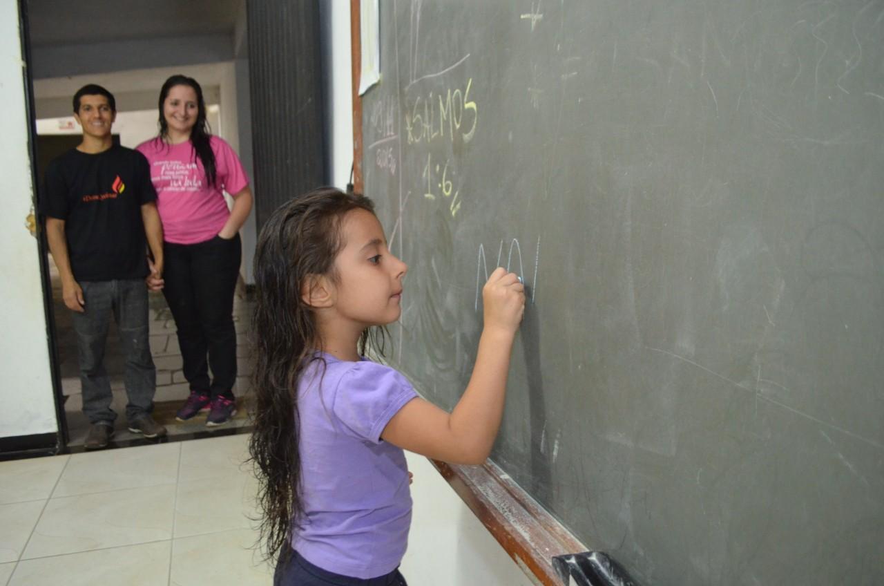 Projeto recebe 150 crianças nas férias