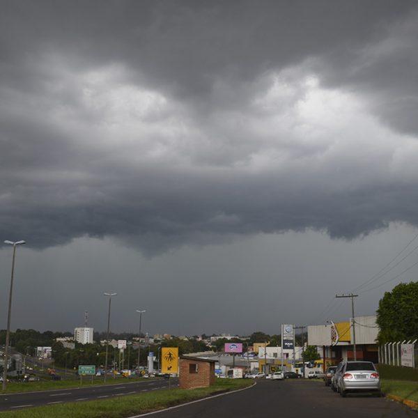 Alerta: tempestade com vendavais e trovoadas prevista para domingo