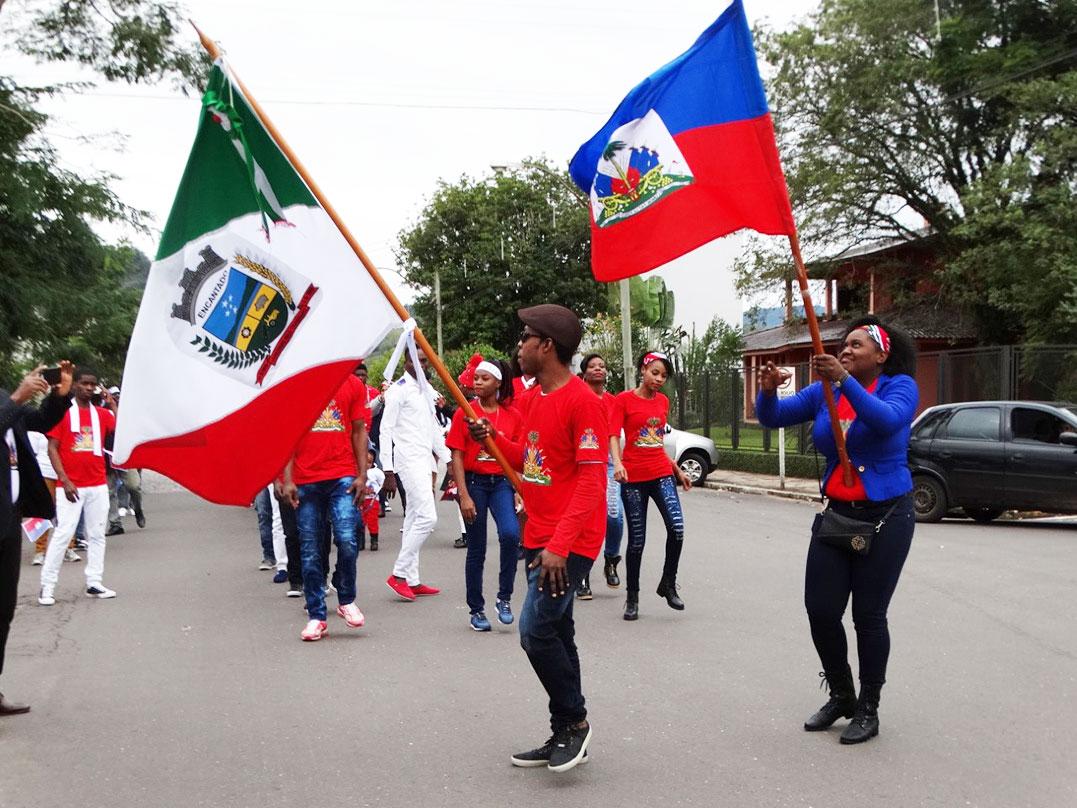 Haitianos celebram Dia da Bandeira