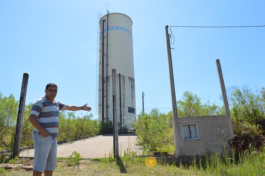 Moradores sofrem com falta d'água faz 3 anos