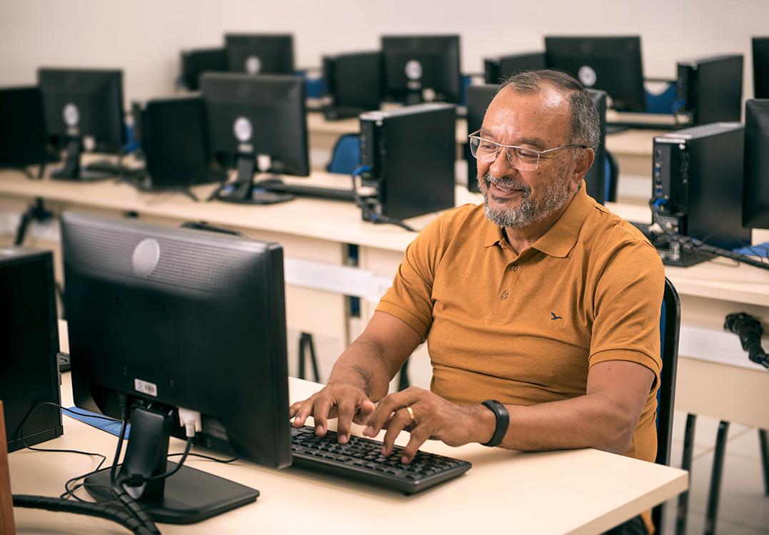 Conecta 50+ beneficia pessoas com mais de 50 anos