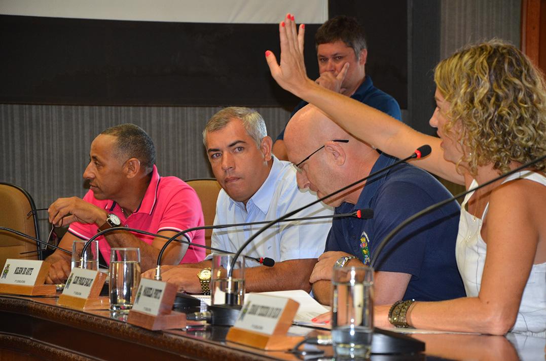 Tóri troca de lado e garante comissões para a oposição