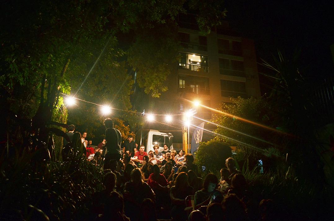 Cine Rua estreia com sessão lotada no Florestal