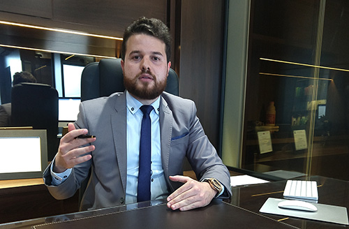 Nicholas é sócio proprietário do Escritório Hoppe & Horn Advocacia Empresarial, com sede em Lajeado, e atua na área penal empresarial