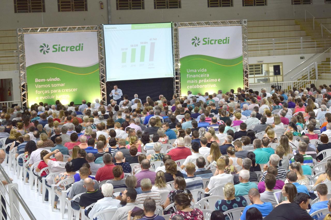 Mais de 12 mil associados participaram de assembleias