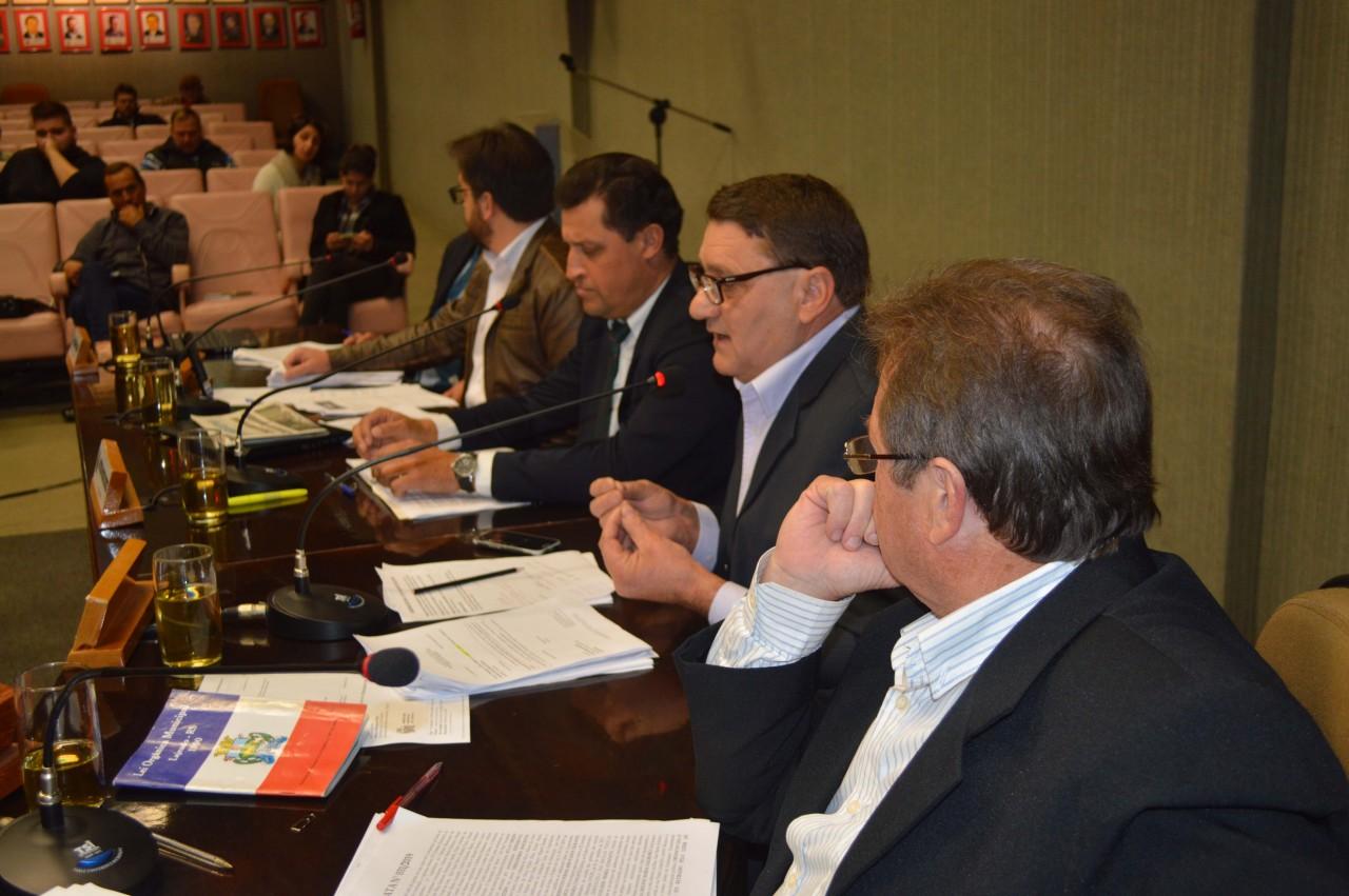 Vereadores criticam vetos do prefeito a projetos aprovados