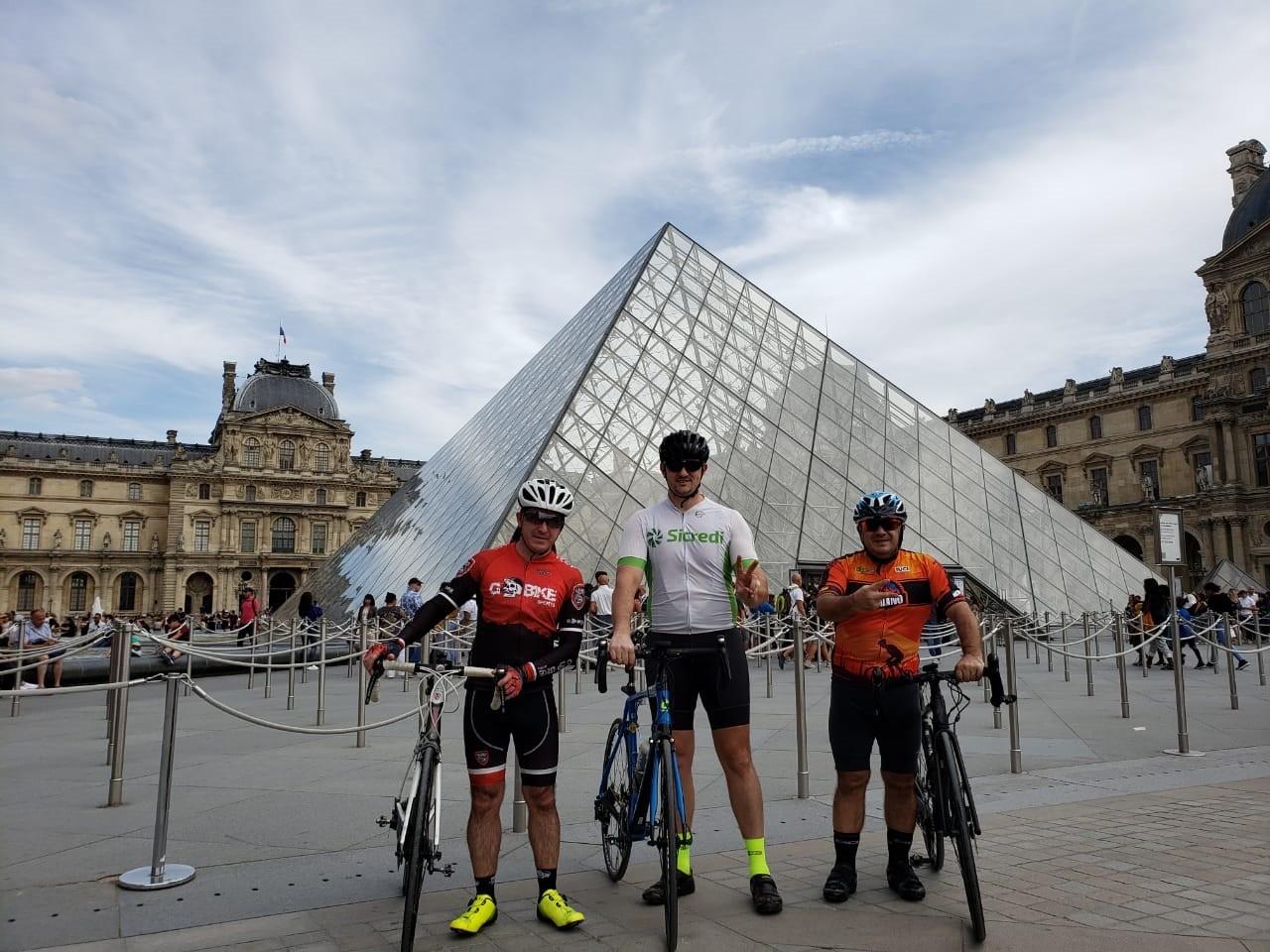 Ciclistas completam prova mais antiga do mundo