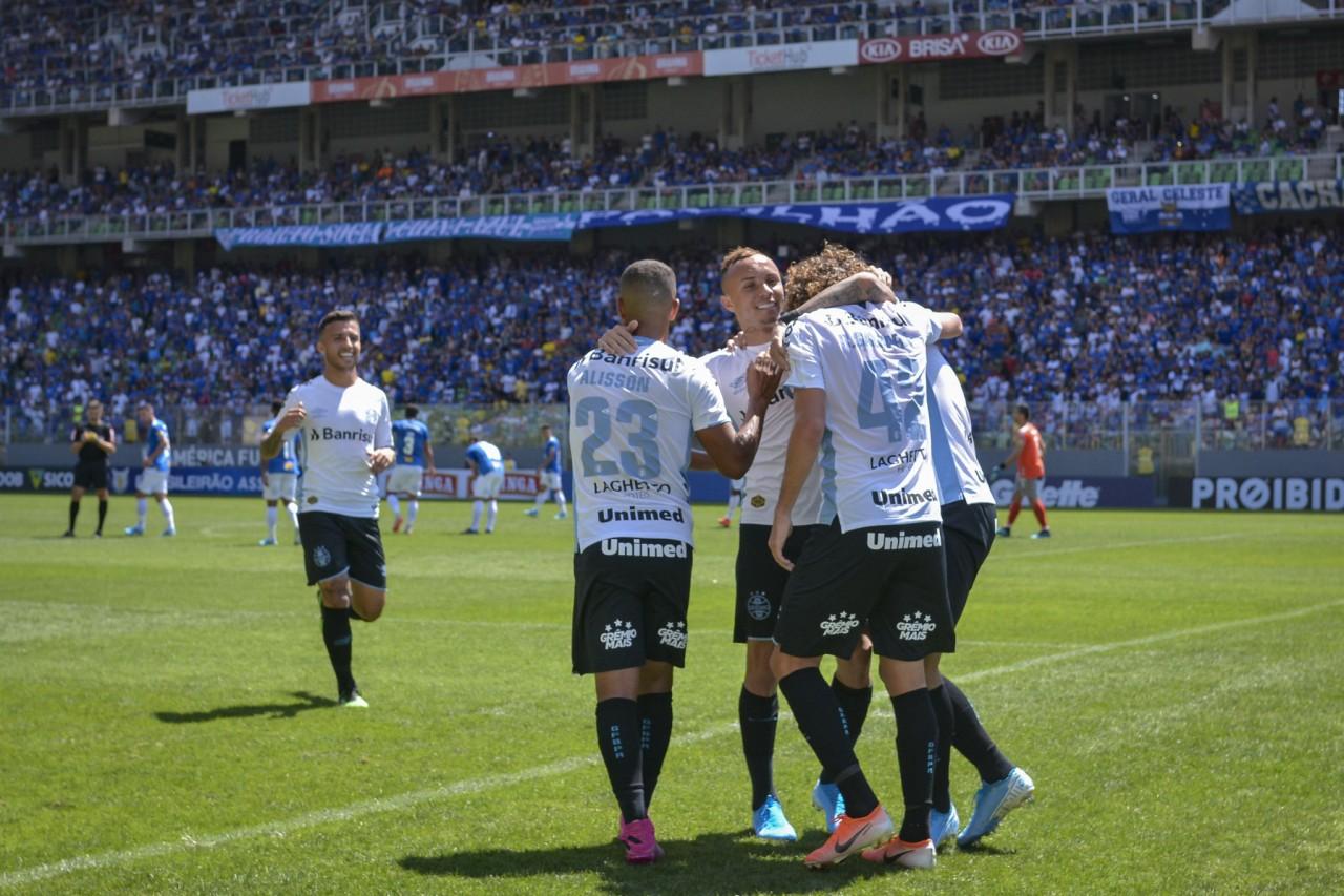 Grêmio goleia fora de casa