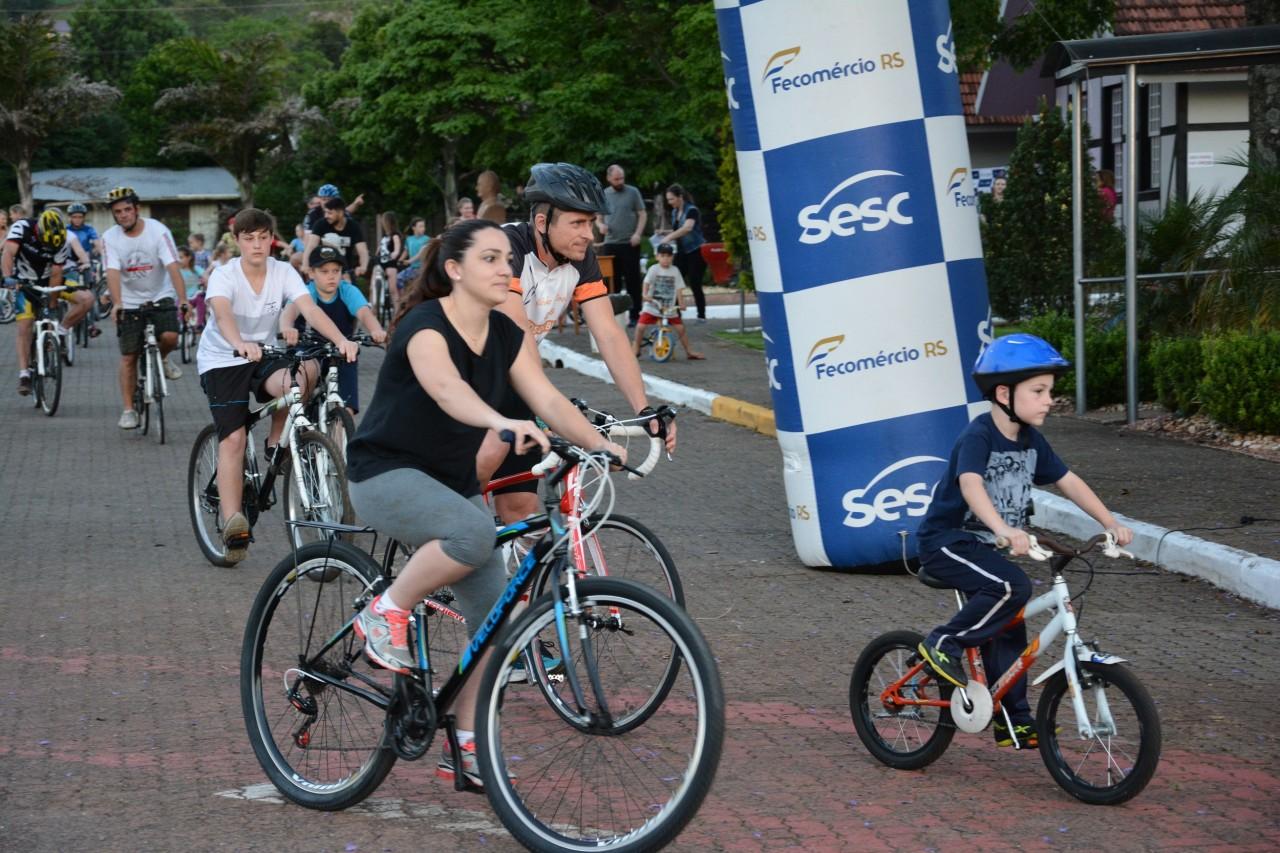 Passeio ciclístico celebra o Dia das Crianças