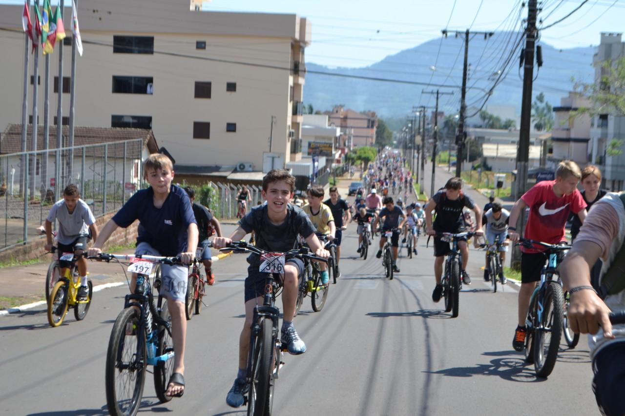 Passeio reúne mais de 500 ciclistas em Teutônia