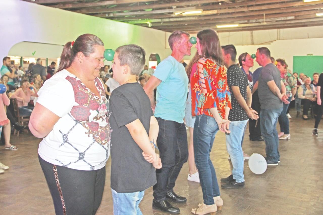 Festa preserva tradição e integra comunidade