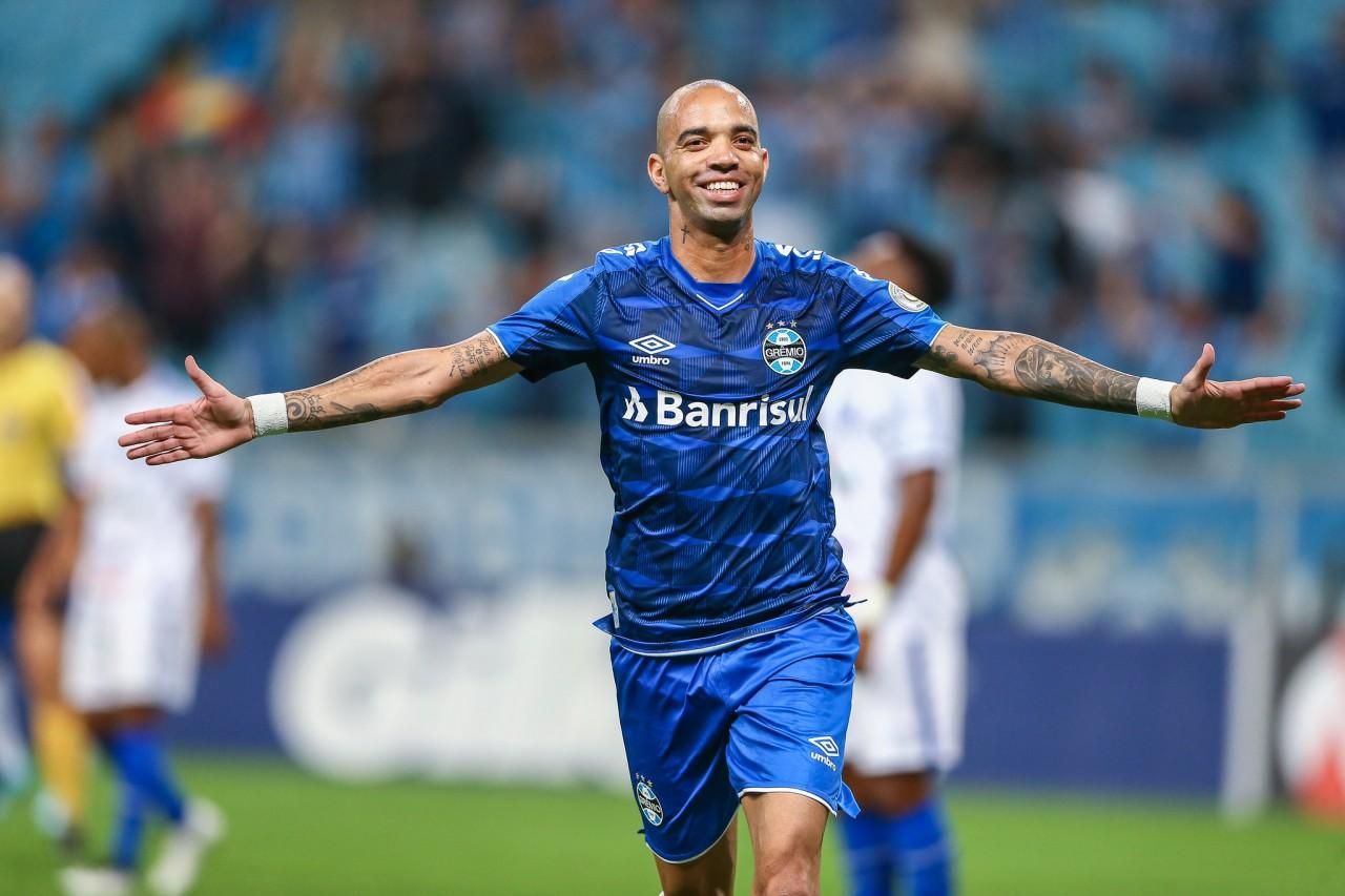 Vitória nos acréscimos coloca o Grêmio no G4