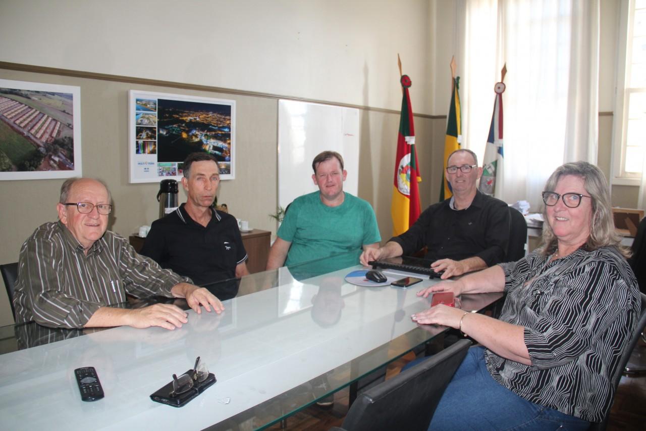 Moradores se reúnem com Executivo para tratar da manutenção da ERS-129