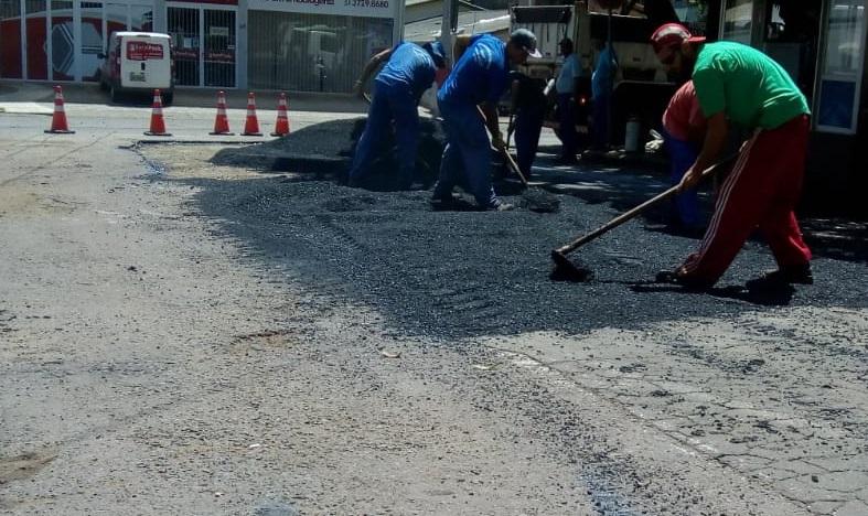 Administração municipal trabalha na recuperação de vias após enxurrada
