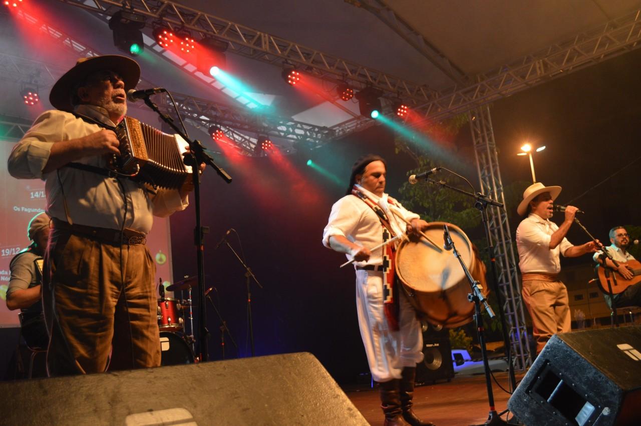 Os Fagundes tocam sucessos da música gaúcha e emocionam público