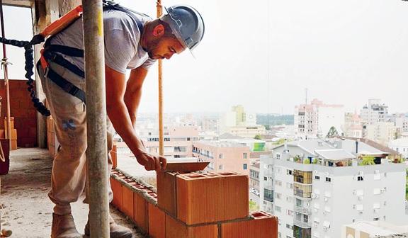 """Presidente do Sinduscon acredita em """"total liberação"""" da construção civil em 15 dias"""