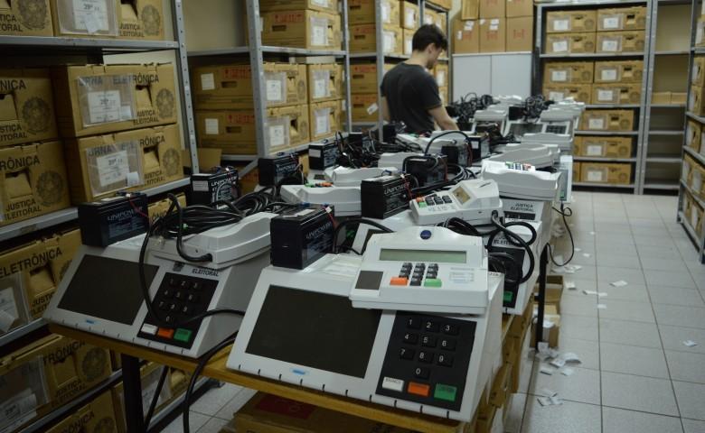 O modelo de votação pela urna eletrônica gerou debates nas eleições presidenciais. Justiça garante segurança do processo