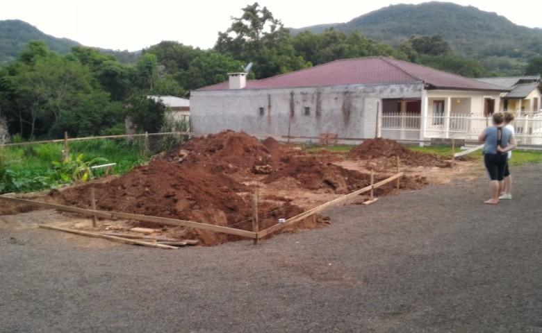 Preparação do terreno e construção das vigas de fundação iniciou no dia 2 de janeiro