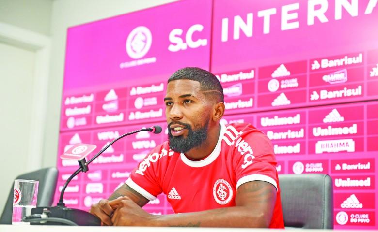 O atleta, revelado pelo Avaí em 2011, atuou, nas últimas quatro temporadas, pelo Flamengo