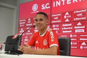 Apresentado na semana passada, Marcos Guilherme está apto a estrear pelo Inter