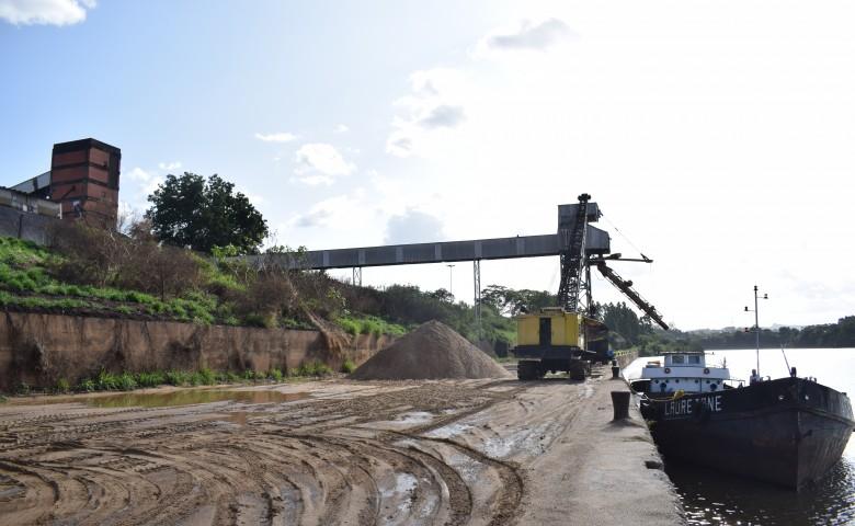 Quatro meses após a Estrela Multifeira, histórico complexo portuário de Estrela encontra-se novamente em situação de abandono