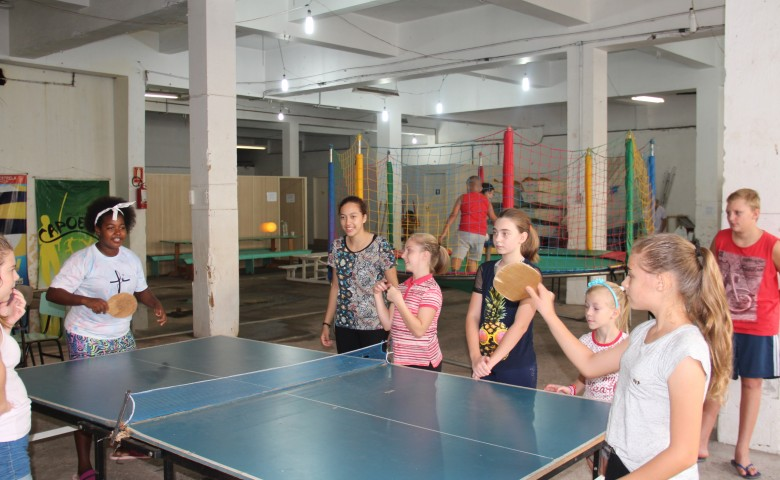 Jogos, brincadeiras lúdicas e lanches gratuitos integram a programação