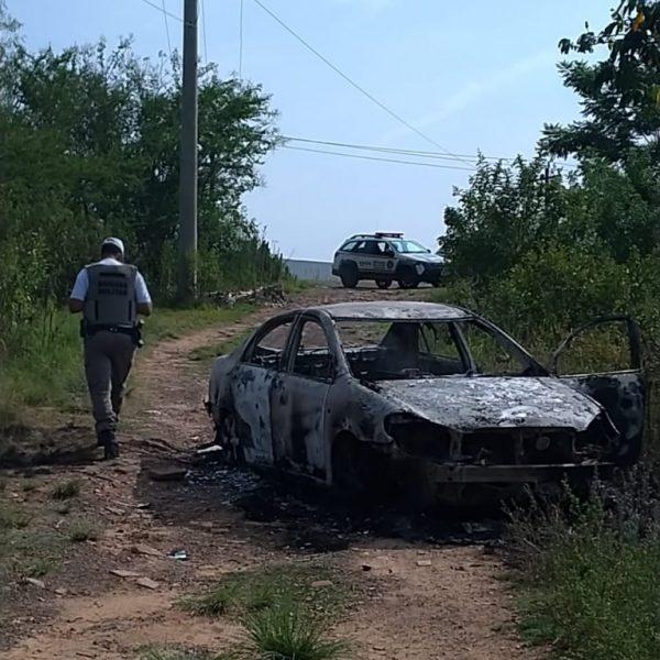 Dois corpos encontrados em carro queimado com placas de Lajeado