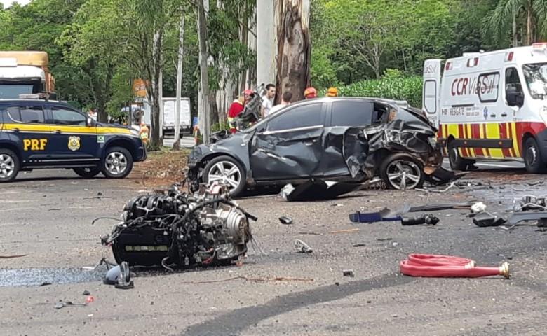 A PRF trabalha no local do acidente