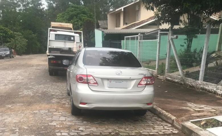 Carro foi encontrado com os indivíduos na rua 20 de Setembro, em Moinhos