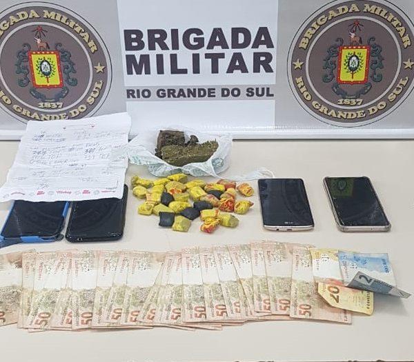 Homem é preso por tráfico de drogas após fugir duas vezes da BM