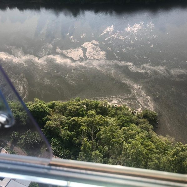 Fepam sobrevoa o Taquari e faz análise da espuma