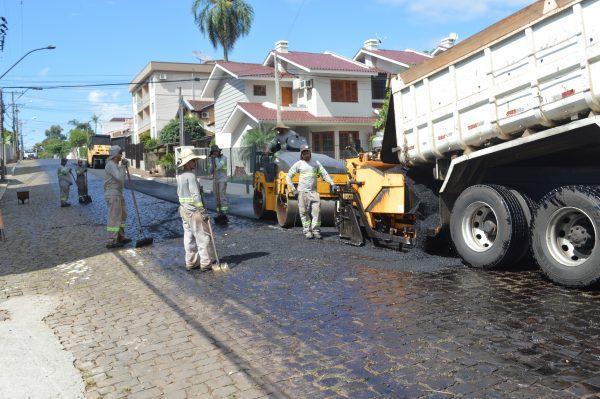 Justiça manda parar obra de pavimentação da José Schmatz