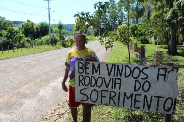 Placas renovam pedido por asfalto da VRS-482