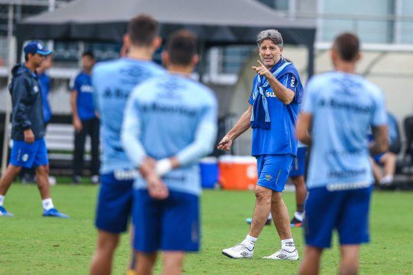 Renato mantém dúvida sobre escalação