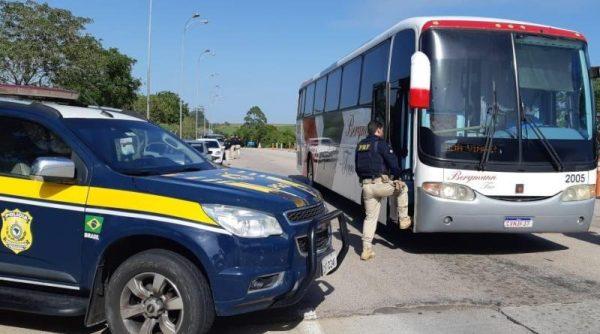 PRF realiza ações educativas em veículos do transporte coletivo