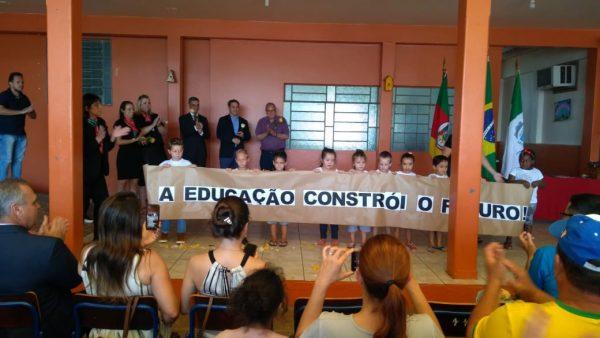 Governo assina termo para seleção de policiais da reserva atuarem em escolas cívico-militares