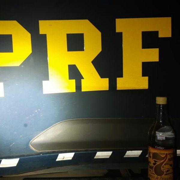 PRF prende motorista alcoolizado que dirigia na contramão na BR