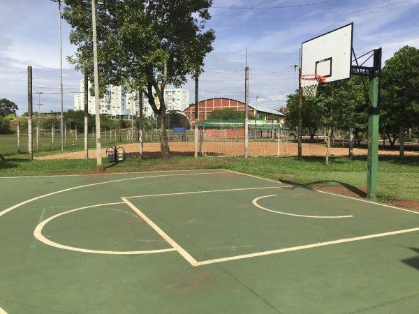 Novas tabelas de basquete são instaladas em parques de Lajeado