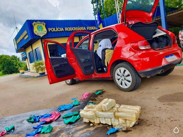 PRF prende traficantes com mais de 20 quilos de cocaína no tanque de combustível do carro