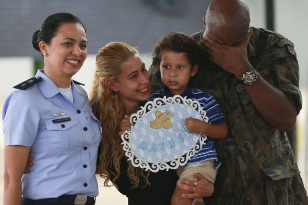 Brasileiros resgatados na China deixam quarentena na Base Aérea de Anápolis