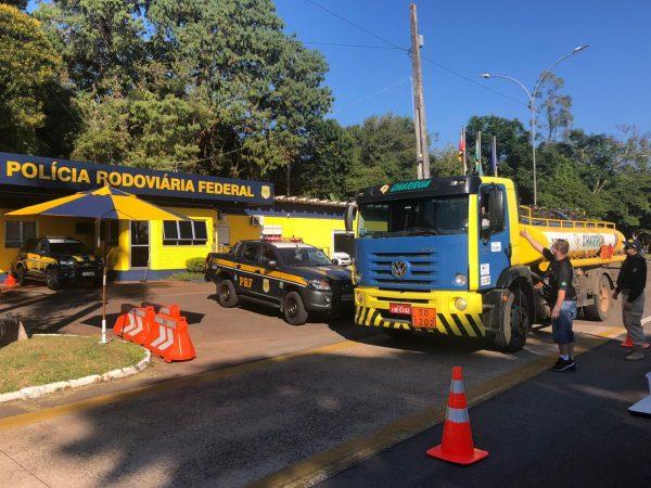 PRF participa da entrega de alimentos a caminhoneiros