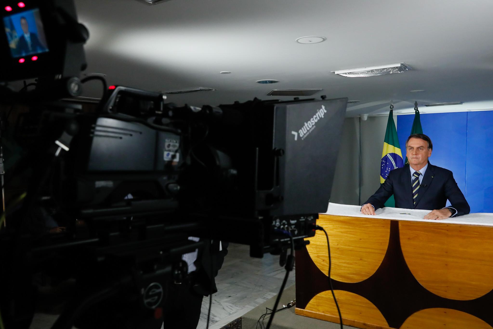 Críticas de Bolsonaro colocam instituições em rota de choque