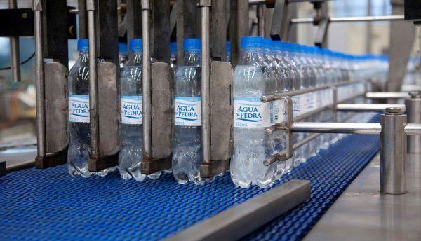 Fruki doa 50 mil garrafas de água mineral para 20 hospitais