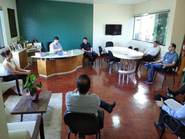 Decreto diminui salários de prefeito, vice, secretários e CCs