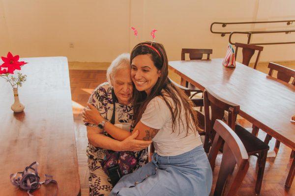 """""""Doamos nosso tempo e amor para os idosos"""""""