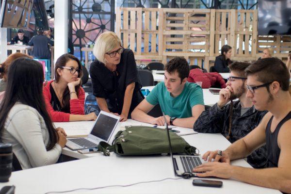 Consultoria ensina empresas a se reinventarem