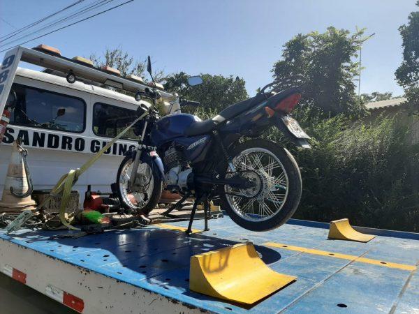 BM apreende moto em Taquari com cerca de R$ 70 mil em multas