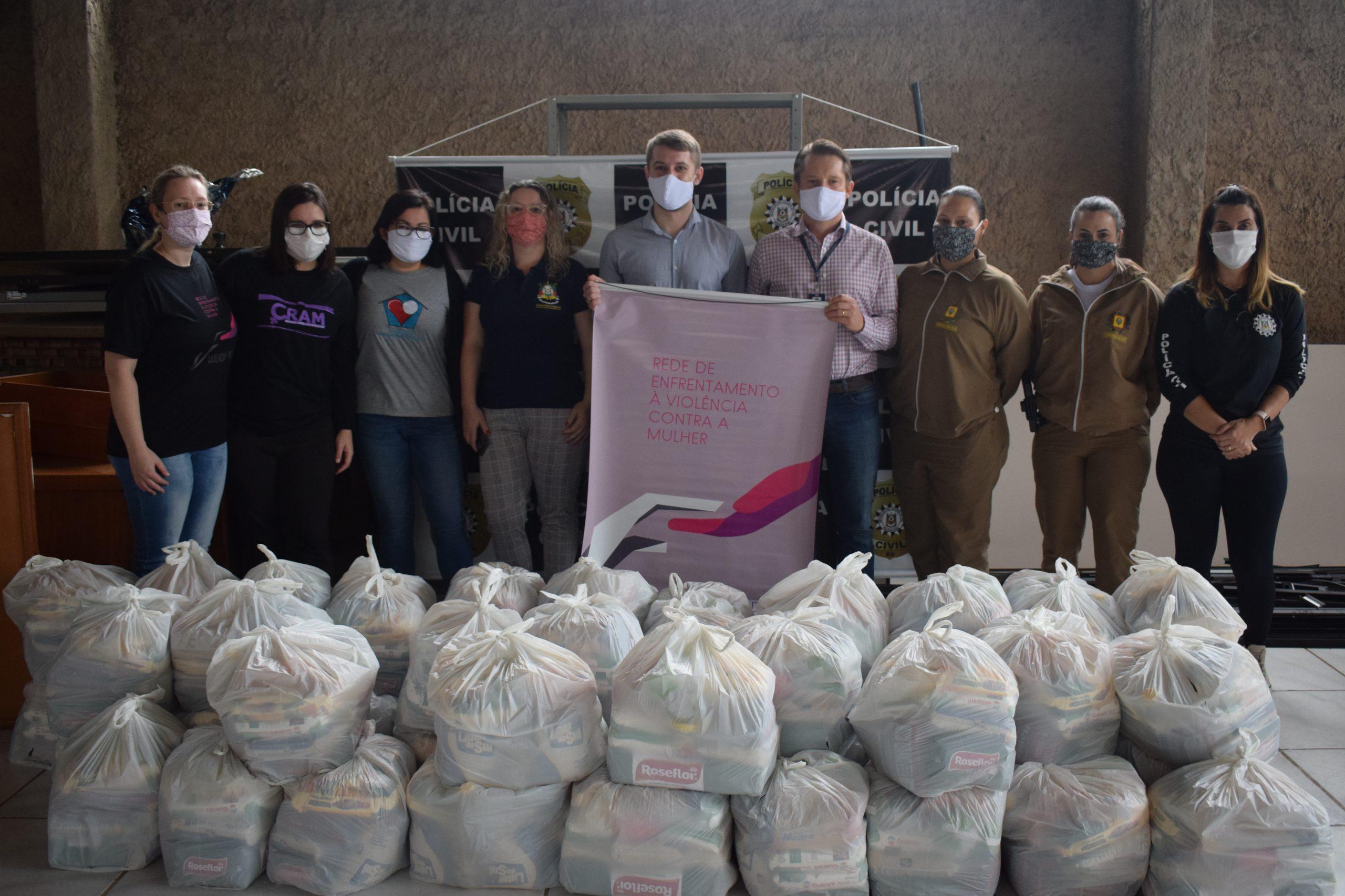 Grupo Imec doa cestas básicas para vítimas de violência doméstica