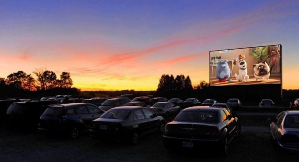 Cine drive-in tem novo local e abre sessão extra