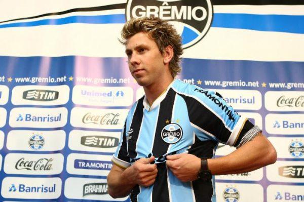 Grêmio confirma contrato administrativo com zagueiro Gabriel